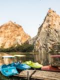 Rocky Mountain och härlig sjö arkivbild
