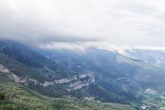 Rocky Mountain Peak med skogen Royaltyfria Foton