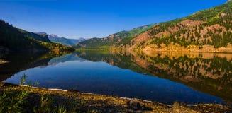 Rocky Mountain Reflections Colorado Bliss-Spiegelscènes stock afbeelding