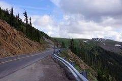 Rocky Mountain Road ao longo da passagem da independência fotos de stock