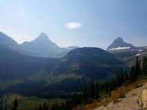 Rocky Mountain Valley 4k avec des glaciers pendant l'été Image libre de droits