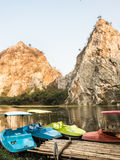 Rocky Mountain y lago hermoso fotografía de archivo