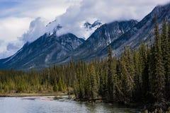 Rocky Mountains-Berge an einem sonnigen Tag Lizenzfreie Stockfotografie