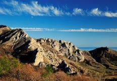 Rocky Mountains en el valle en otoño Imagen de archivo libre de regalías