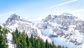 Rocky Mountains ha coperto in Sun fotografie stock libere da diritti