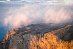 Rocky Mountains-klip en van de wolkenzonsondergang Landschap Royalty-vrije Stock Foto's