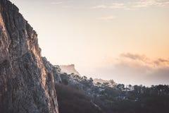 Rocky Mountains-klip en van de wolkenzonsondergang Landschap Royalty-vrije Stock Afbeelding