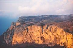 Rocky Mountains-klip en van de wolkenzonsondergang Landschap Stock Foto's