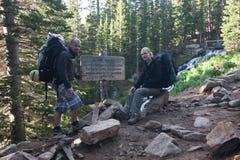 Rocky Mountains National Park med fotvandrare på en slinga Longs maximumet royaltyfria bilder