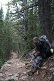Rocky Mountains National Park med fotvandraren arkivbild