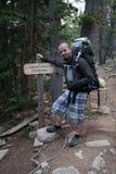 Rocky Mountains National Park med fotvandraren på en slinga Longs maximumet arkivfoton