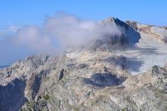 Rocky Mountains nel paesaggio di Caucaso Fotografia Stock