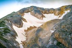 Rocky Mountains Summit con paesaggio di modo della neve del ghiacciaio il bello Fotografia Stock