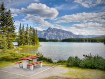Rocky Mountains, Twee Jack Lake, Canada Stock Afbeeldingen