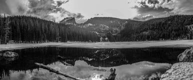 Rocky Mountian National Park Bear sjö Fotografering för Bildbyråer