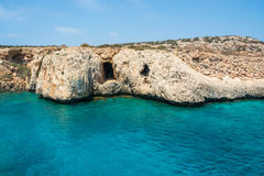 rocky na plaży Przylądek Greco, widok od morza Zdjęcia Royalty Free
