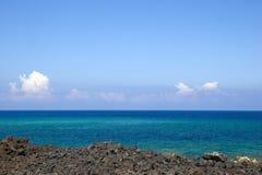 rocky niebieski na plaży morza Fotografia Stock