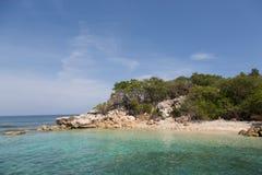 Rocky Point de la tierra en las zonas tropicales Fotografía de archivo libre de regalías