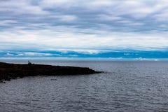 Rocky Point en el lago Superior cerca de dos puertos foto de archivo libre de regalías