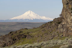 Rocky Ridge Outcropping Reveals Mt Hood Cascade Range Landscape. Mount Hood stands out on the Oregon side traveling along the Columbia River Stock Photo