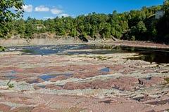 Rocky River Bed Below Chutes De La Chaudiere photo libre de droits