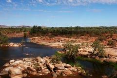 Rocky River Bed im Hinterland lizenzfreie stockfotos