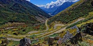 Rocky Roads del valle de Yamthung imagen de archivo