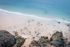 Rocky Sea Shore In Rhossili, Wales-Küsten-Weg Lizenzfreie Stockfotografie