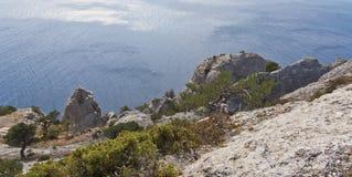 Rocky Shore Of The Black Sea Die Ansicht von der Oberseite stockbilder