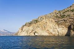 Rocky Shore Of The Black Sea krim lizenzfreie stockfotografie