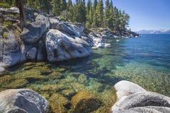 Rocky Shoreline av Lake Tahoe Fotografering för Bildbyråer