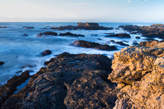 Rocky shoreline in the coast of California Royalty Free Stock Photos