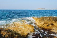 Rocky Shoreline d'Armier Image libre de droits