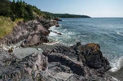 Rocky Shoreline dans Terre-Neuve photo libre de droits