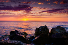 Rocky Shoreline Sunset Royaltyfri Fotografi