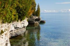 Rocky Shoreline van het Park van het Holpunt, Deurprovincie royalty-vrije stock afbeelding