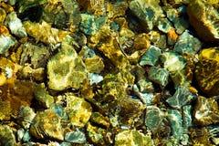 Rocky Stones no Underwater Imagens de Stock Royalty Free