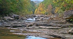 Rocky Stream in autunno Immagini Stock Libere da Diritti