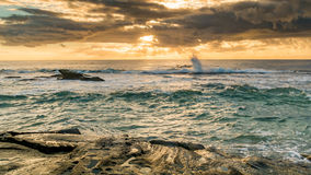 Rocky Sunrise Seascape royaltyfria bilder