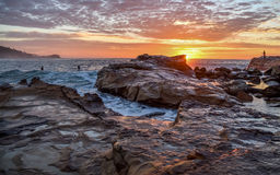 Rocky Sunrise Seascape arkivbilder