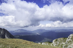 Rocky trail in mountains in summer Royalty Free Stock Photos