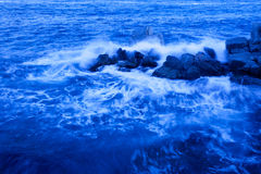 Rocky and the waves Royalty Free Stock Photos
