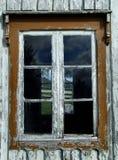 roczna farby obierania przez okno obraz stock