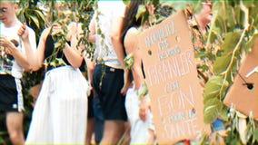 Roczna homoseksualnej dumy parada z ludźmi tanczy na homoseksualista ciężarówki szczęścia atmosferze zdjęcie wideo