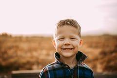 4 roczniaka chłopiec w flaneli Obrazy Stock