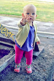 Roczniaka dziecka odprowadzenie Fotografia Stock