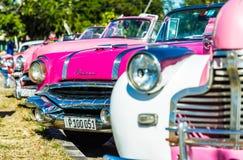 Roczników Amerykańscy samochody w Havana w Kuba obrazy stock