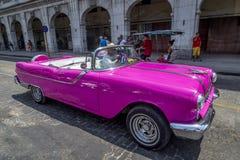 Roczników Amerykańscy samochody zbliżają central park, Hawański, Kuba -8 Zdjęcia Royalty Free