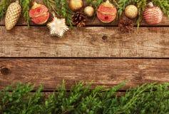 Roczników bożych narodzeń tło - stary drewno i sosna rozgałęziamy się Zdjęcie Stock