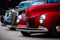 Roczników colourful samochody wykładający up dla przedstawienia obrazy royalty free